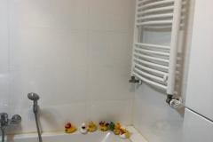 Badewanne-mit-Handtuchheizkörper