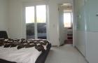 Schlafzimmer mit Blick ins  Bad