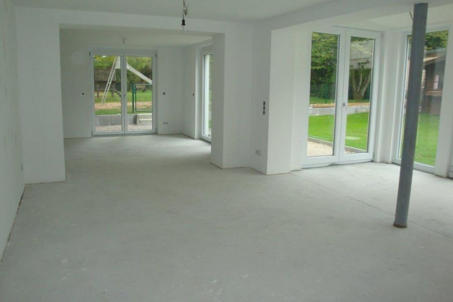 Wohnzimmer mit Blick in Esszimmer