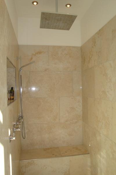 Dusche mit beheiztem Sitzblock