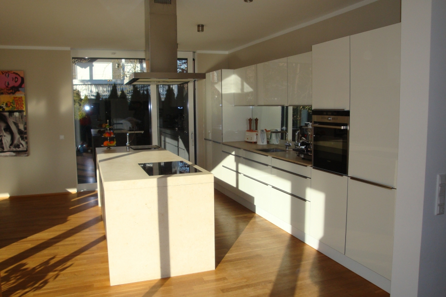 Küche mit Zugang zur 2. Terrasse